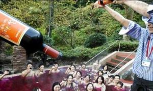 Nam nữ trần như nhộng... tắm chung ở Nhật Bản