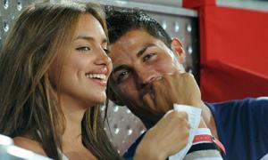 Ronaldo: 'Để anh đá, em xem'