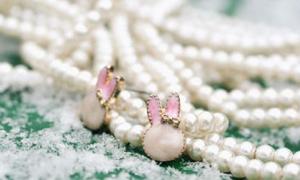Khuyên tai hồng nhỏ xíu cho ngày Valentine duyên duyên