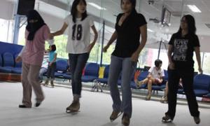 'Trượt băng xứ nóng' - thú chơi mới của giới trẻ Sài thành