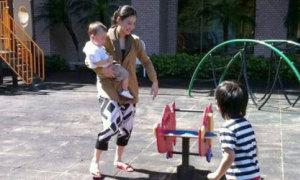 Trương Bá Chi lộ diện cùng hai con