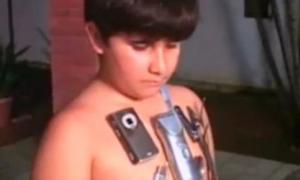 Cậu bé 11 tuổi có khả năng hút đồ kim loại