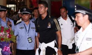 Fan Trung Quốc 'sướng tê người' chào đón Real Madrid