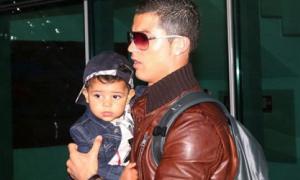 Tiết lộ gây sốc về mẹ của con trai Ronaldo