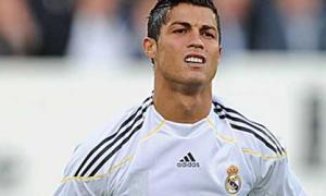 Đụng đến quý tử, Ronaldo 'nổi điên' sùng sục