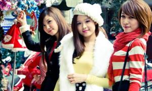 3 hot girl Hà Nội tinh nghịch dạo phố Noel