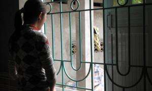 Nữ sinh lớp 8 tố bị thầy giáo đưa vào nhà nghỉ