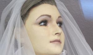 Xác chết làm ma-nơ-canh cho tiệm áo cưới suốt 75 năm