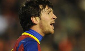 Messi đã thay đổi: Bật trọng tài và cãi nhau với đồng đội