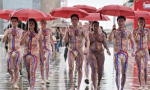 Nude 'kinh dị' giữa phố để kêu gọi hiến máu