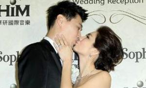 Ella (S.H.E) hôn chồng nồng nhiệt trong ngày cưới