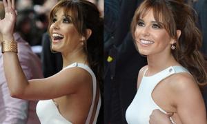 Cheryl Cole vươn tay để lộ 'vật thể lạ'