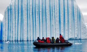 'Kiệt tác' tảng băng trôi đẹp long lanh giữa đại dương