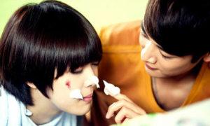 Min Ho bôi kem đánh răng, rửa mặt cho Sulli