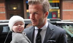 Lương David Beckham chỉ đủ mua quần áo cho bé Harper