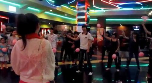 cau-hon-bang-flashmob-gangnam-style-2-17
