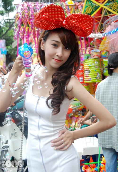 nu-sinh-khoe-dang-tren-hang-ma-9-577835-