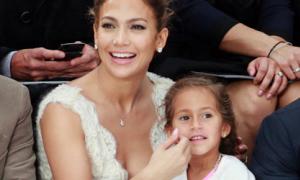 Bản tin: Con gái 4 tuổi của J.Lo được mời dự show Chanel