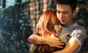 Chi Pu và Minh Khang 'Cầu vồng tình yêu' quấn lấy nhau