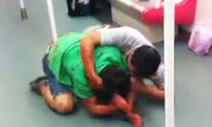 Thầy giáo 28 tuổi đánh nhau tóe máu trên tàu điện ngầm