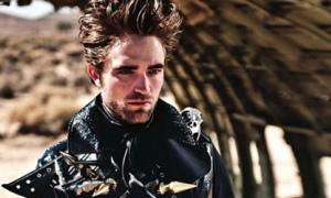 Robert Pattinson kỳ dị trên sa mạc