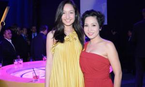 Anna Trương váy vàng dịu dàng tới mừng mẹ Mỹ Linh