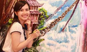 Huyền Trang 'trốn' bạn trai đi vẽ tranh 3D