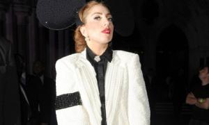 Bản tin: Lady Gaga 'bao thầu' 55 bộ đồ diễn của Michael Jackson
