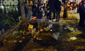 Đêm Noel, Hà Nội ngập trong rác