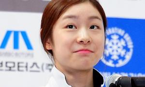 Kim Yu-na bị fan quây nghẹt thở ở sân bay