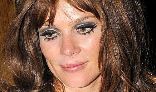 anna-friel-bad-eye-make-up-sept-2011-590