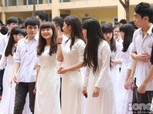 nu-sinh-lomonoxop-ao-dai-8-951382-137244