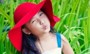 Cô bé lai Việt - Hàn hát hay, đàn giỏi