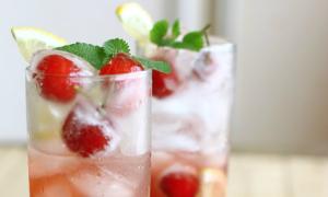 Pha chế cocktail mùa hè rực nắng
