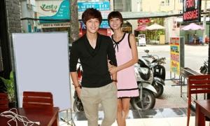 Huỳnh Anh đi tiệc cùng bạn gái