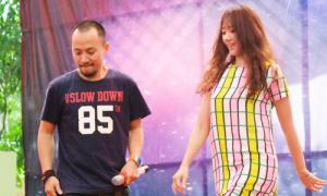 Hot girl Hari Won 'quậy tưng' sân khấu Ngoại thương
