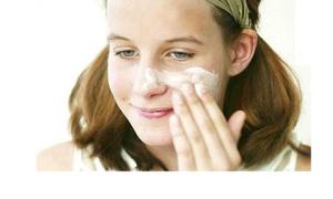 Làn da sạch bóng với sữa rửa mặt tự chế