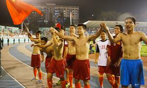 U19 Việt Nam cởi áo, chạy khắp sân cảm ơn người hâm mộ