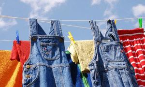 Tips: Cách giặt và bảo quản quần jean bền màu