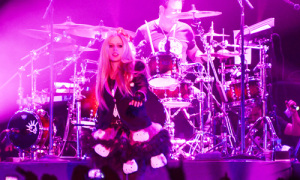 Avril Lavigne mặc biểu tình vẫn quậy tưng Bangkok