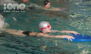 Giờ học bơi 'độc lạ' của sinh viên Nga