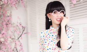 Hot or not: Ngọc Trinh đeo kính tròn, để mái bằng nhí nhảnh