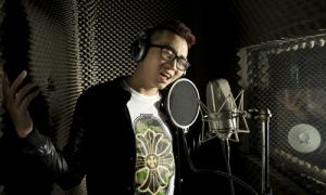 Thông điệp 'cứ là mình' của rapper Karik