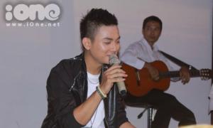 Hoài Lâm nhí nhảnh hát lại 'Xẩm thập ân' tặng fan