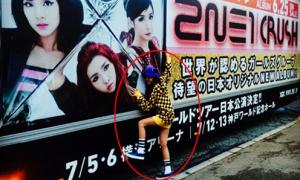 Sao Hàn 25/6: Dara hóa 'fan cuồng' ôm poster thần tượng 2NE1