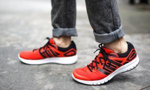 Giày chạy bộ thời trang cho bạn trẻ