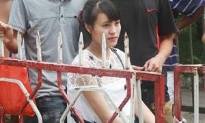 Cô gái mang bầu chờ hàng giờ mua vé xem U19 Việt Nam