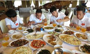 U19 Việt Nam ở khách sạn sang, tập giữa nắng gắt Myanmar