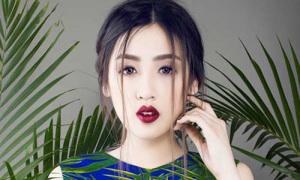 Hot or not: Tú Anh lạ lẫm với môi mọng như sơ ri