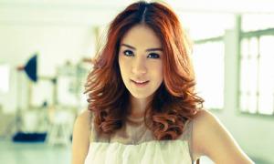 Xì tai đẹp mê tơi của nữ ca sĩ 9x hot nhất Thái Lan